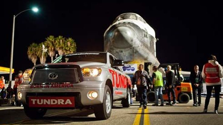 กระบะ Toyota Tundra โชว์พลังลากกระสวยอวกาศ Endeavour หนัก 68,000 กก.