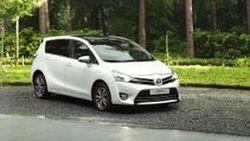 เปิดผ้าคลุม Toyota Verso รุ่นปรับโฉมปี 2013 ก่อนส่งถึงเวทีที่ปารีส