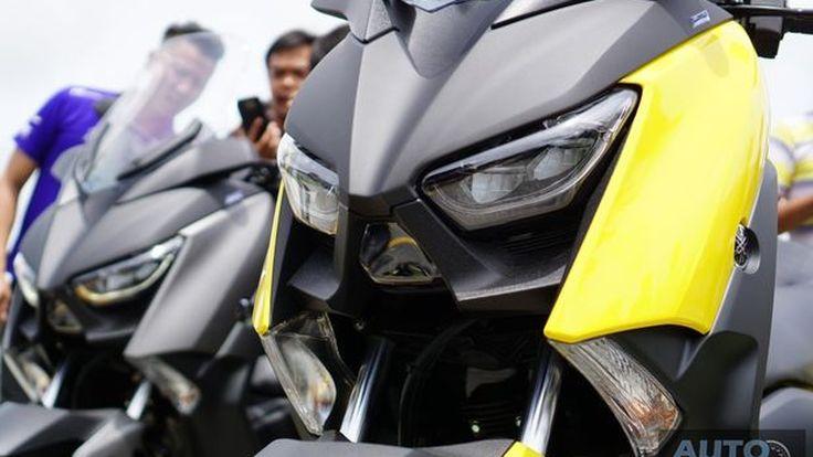 ยลโฉม 2017 Yamaha X-MAX บิ๊กสกู๊ตเตอร์สปอร์ตสเป็คจัดเต็มทุกซอกมุมก่อนเคาะราคาเสาร์นี้ !!