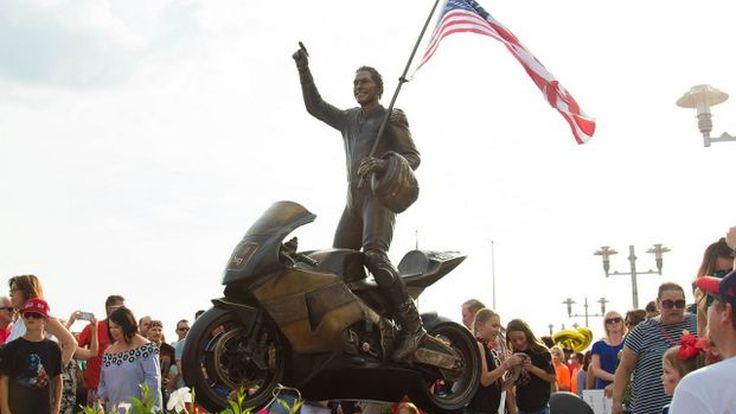 เปิดตัวรูปปั้น Nicky Hayden เพื่อรำลึกการจากไปของเขา