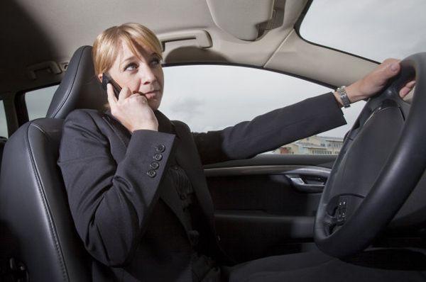 ผลการศึกษาย้ำชัด คุยโทรศัพท์ขณะขับรถไม่ทำให้เกิดอุบัติเหตุ