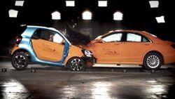 Smart จับ ForTwo ปะทะ S-Class โชว์มาตรฐานความปลอดภัย