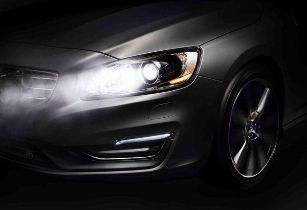 Volvo แนะนำระบบปรับไฟสูงอัตโนมัติรุ่นใหม่แบบหักเหแสงได้ เน้นความปลอดภัยสูงสุด