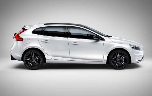 Volvo V40 Carbon เวอร์ชั่นพิเศษ สะดุดตาด้วยหลังคาคาร์บอนไฟเบอร์
