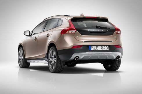 ใหม่ 2013 Volvo V40 Cross Country เผยโฉมก่อนเปิดตัวที่ Paris Motor Show