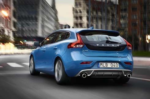 Volvo เปิดตัว V40 R-Design สปอร์ตยิ่งขึ้น สะดุดตาตั้งแต่หัวจรดท้าย