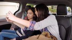 ชมรีแอคชั่น ลูกค้าทดลองนั่งรถขับขี่อัตโนมัติของ Waymo