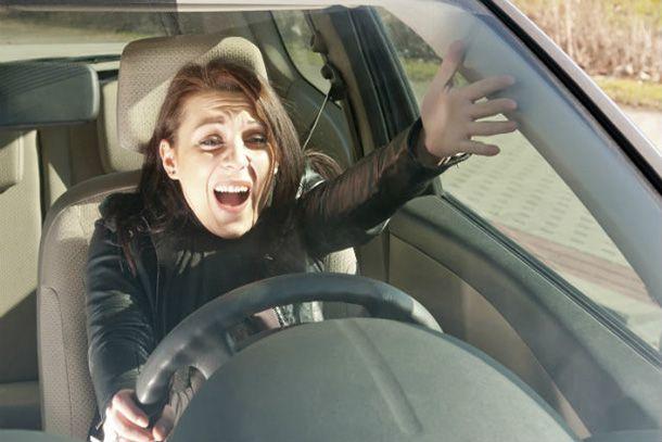 พ่อบ้านควรระวัง! ผลสำรวจชี้ผู้หญิงมีแนวโน้มโกรธเกรี้ยวขณะขับรถมากกว่า
