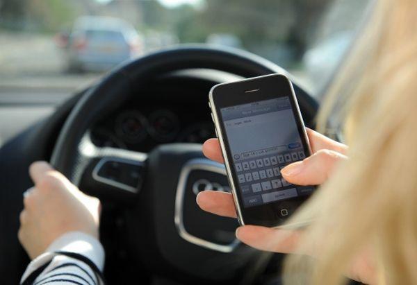 """สาวอเมริกันถูกห้ามใช้โทรศัพท์มือถือ หลัง """"โทรแล้วขับ"""" ชนนักปั่นจักรยานเสียชีวิต"""