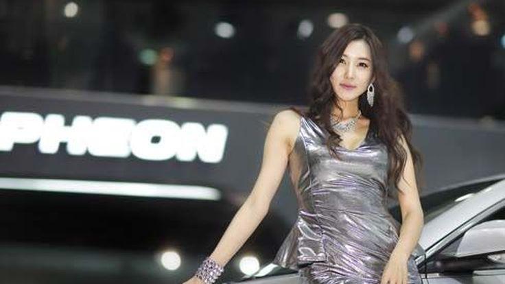 ภาพชุด 2 พริตตี้สาวสวยเซ็กซี่จากแดนกิมจิ ในงาน 2011 Seoul Motor Show