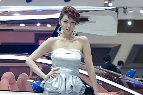 รวมพลคนสวย! ภาพพริตตี้มอเตอร์โชว์เกาหลีในงาน 2011 Seoul Motor Show
