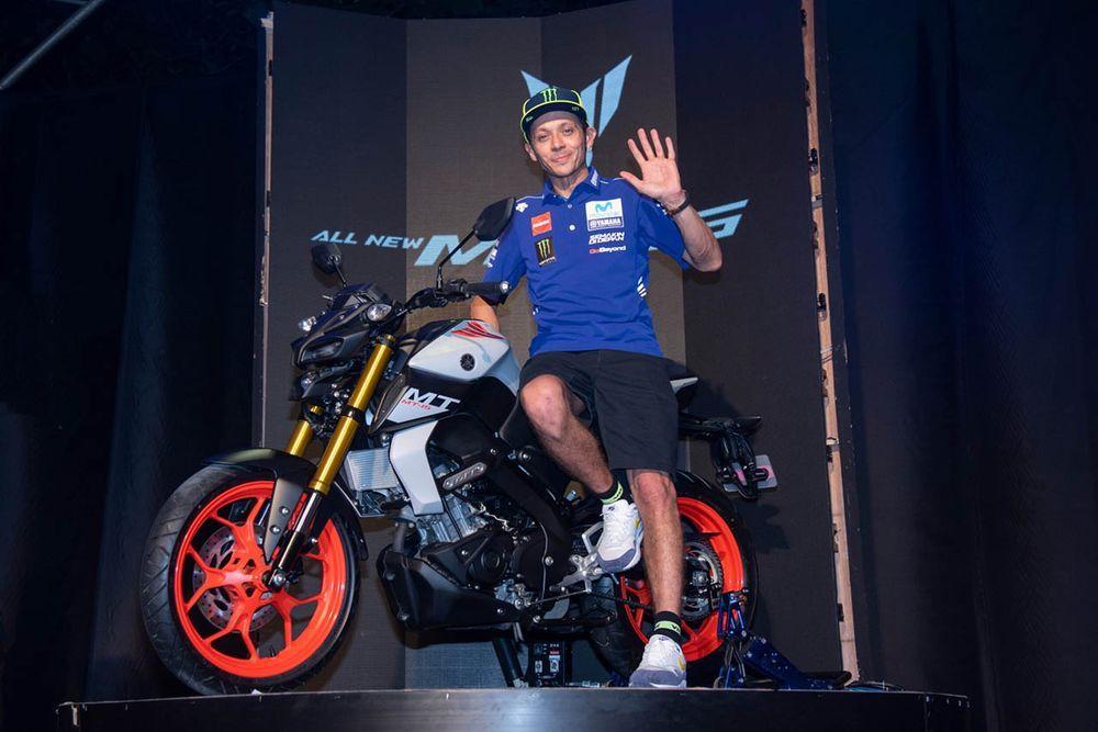 [MotoGP] เปิดตัว Yamaha MT-15 ใน ยามาฮ่า จีพี แคมป์ พร้อม รอสซี่ และ บีญาเลส ร่วมมีตแอนด์กรี๊ด แฟนคลับต้อนรับอย่างอบอุ่น