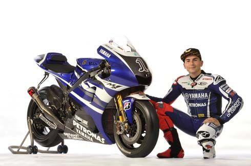 Yamaha เปิดตัวซุปเปอร์ไบค์ YZR-M1 MotoGP รุ่นปี 2011 พร้อมทีมแข่งที่เซปัง