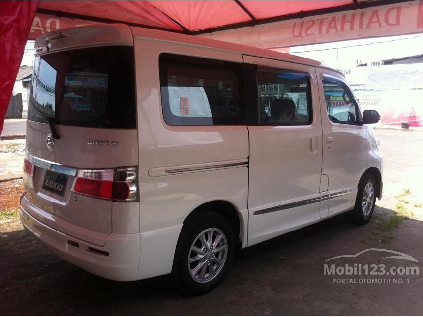 2015 Daihatsu Luxio