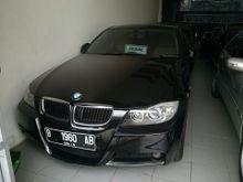 2009 BMW 320i 2.0  Sedan Lifestyle Kondisi Istimewa