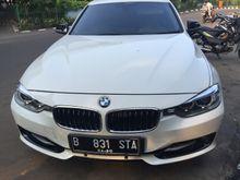 MOBIL NYOKAP MULUS - 2013 BMW 320i 2.0 Sport Sedan