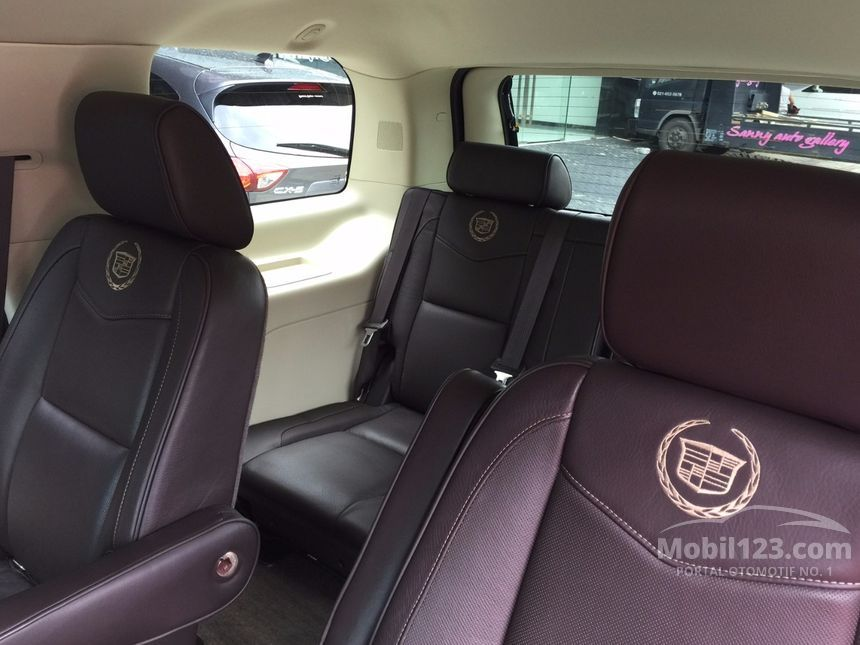 cadillac escalade spesifikasi with 3689971 on 3429783 likewise 3689971 furthermore 3689971 further Miniatur Mobil Cadillac Escalade Hitam Diecast Welly 124 besides 3657300.