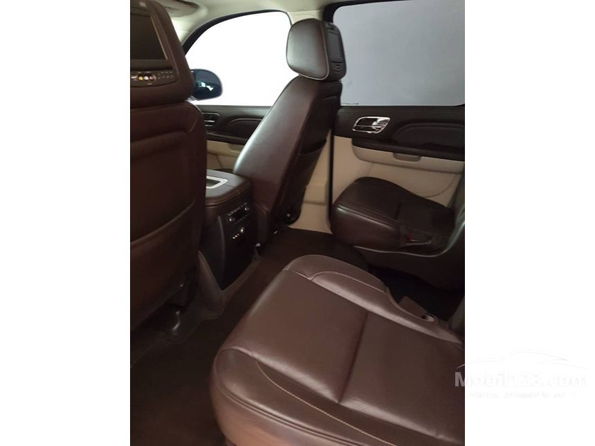 cadillac escalade spesifikasi with 3765887 on 3429783 likewise 3689971 furthermore 3689971 further Miniatur Mobil Cadillac Escalade Hitam Diecast Welly 124 besides 3657300.