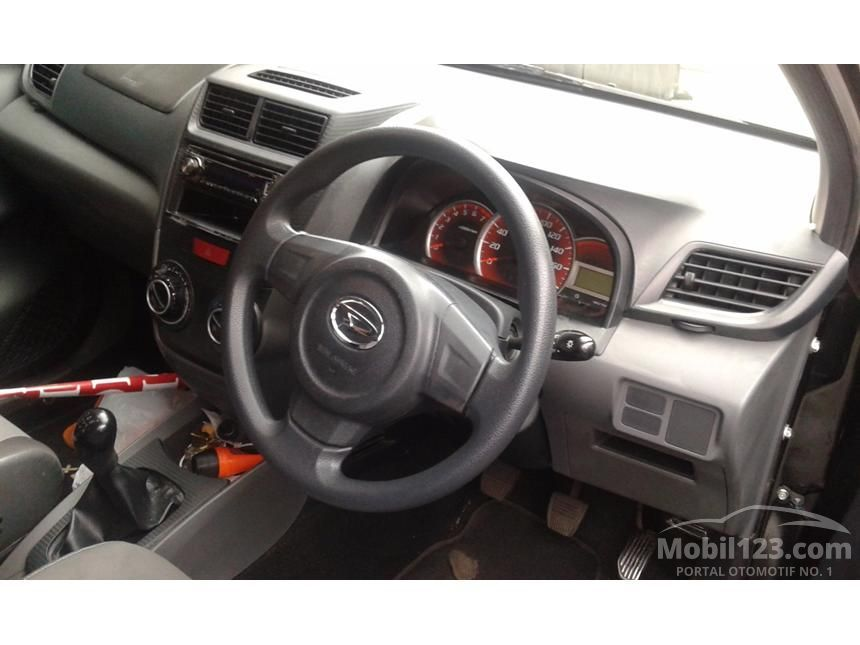 2013 Daihatsu Xenia D STD MPV