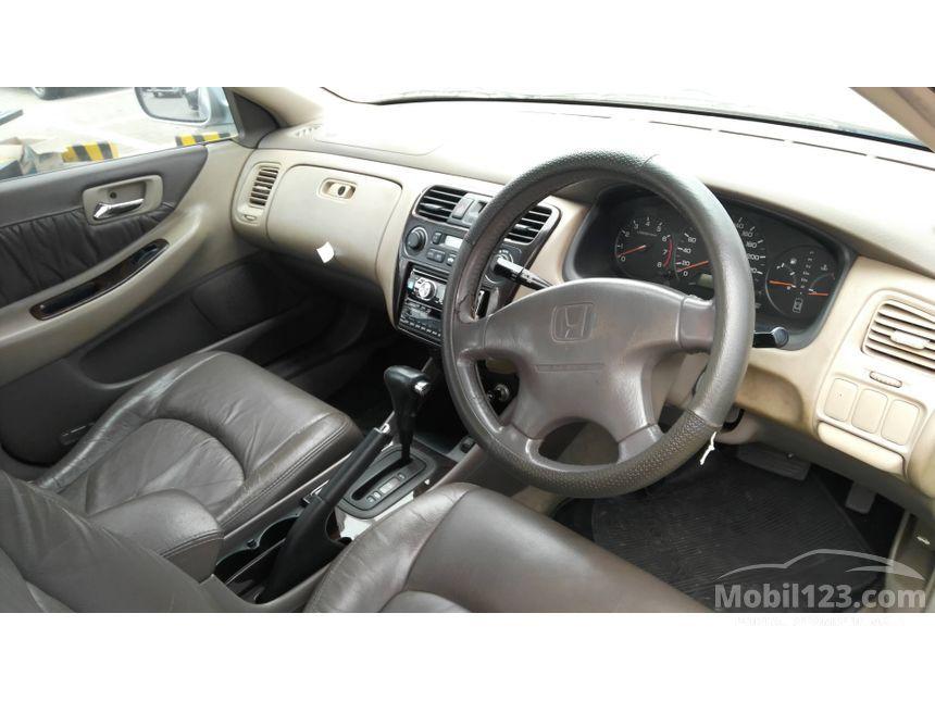 2002 Honda Accord VTi-Limited Sedan
