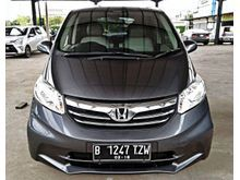 Honda Freed 1.5 S 2013 grey , Top condition , full orisinil , Km 30rb an asli , service record