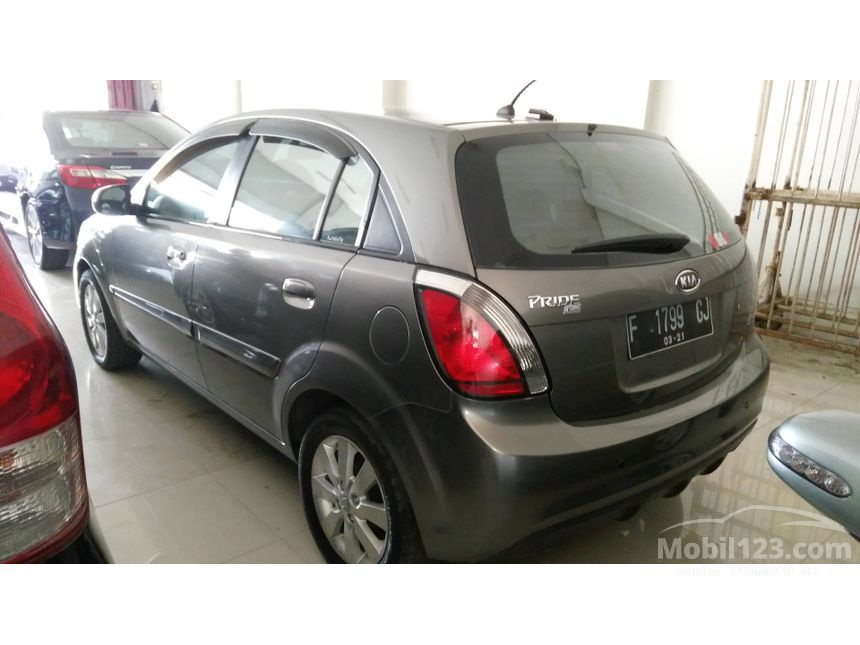 2011 KIA Pride 1.4 Compact Car City Car