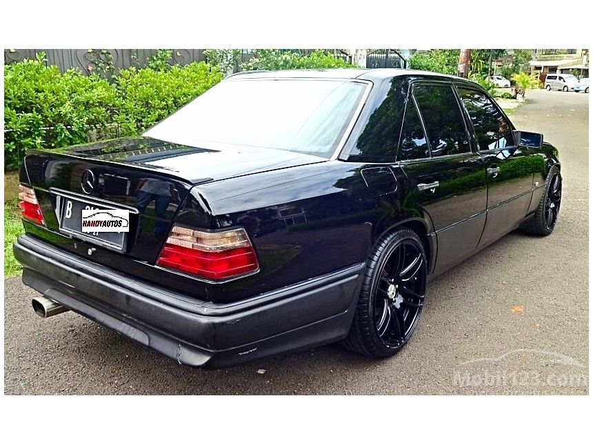 Service manual mercedes benz manual e 320 2001 for Mercedes benz e320 service manual