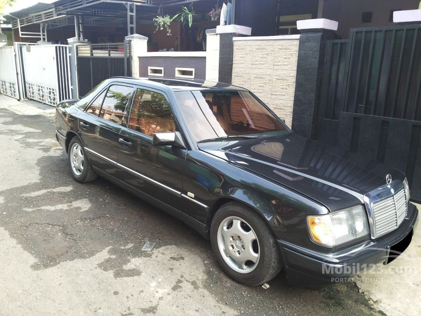 Mercedes benz 300e 1989 3 0 di dki jakarta manual sedan for 1989 mercedes benz 300e