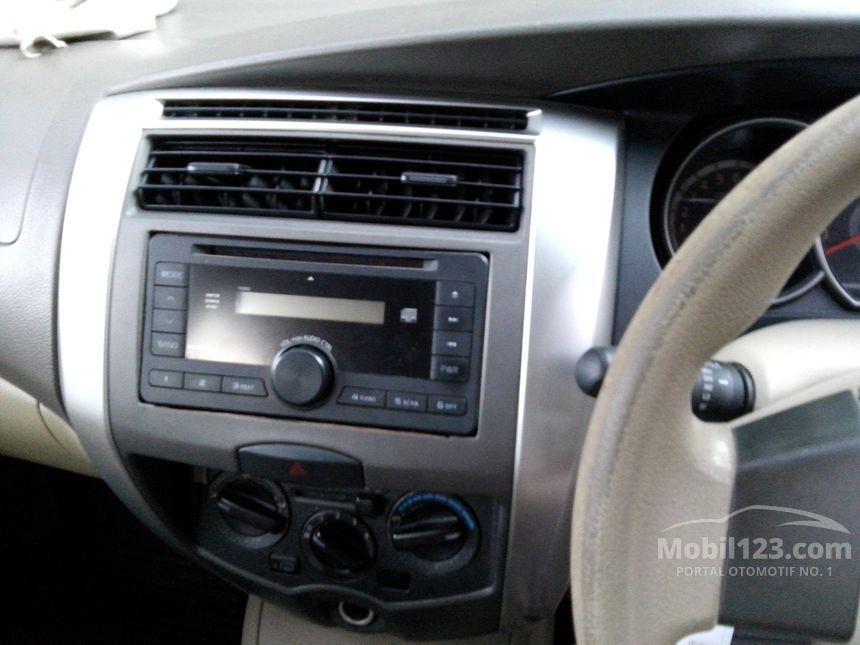 2009 Nissan Grand Livina XV MPV
