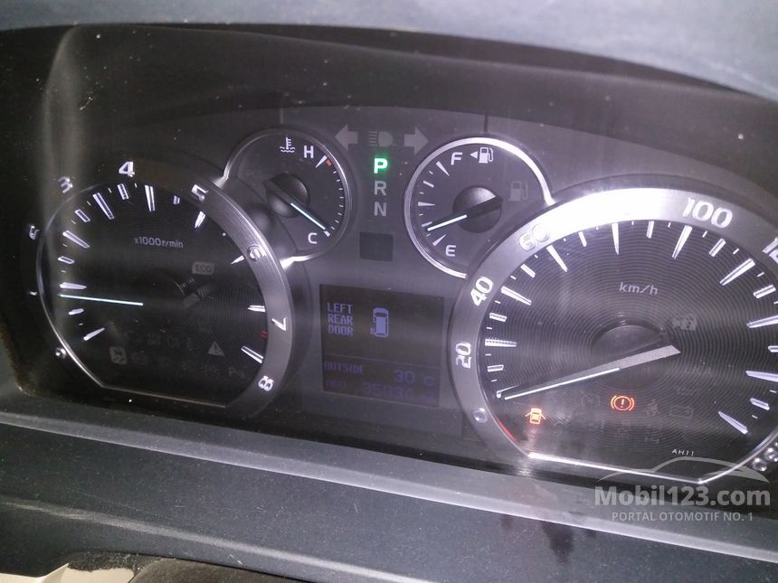 2013 Toyota Alphard X X MPV