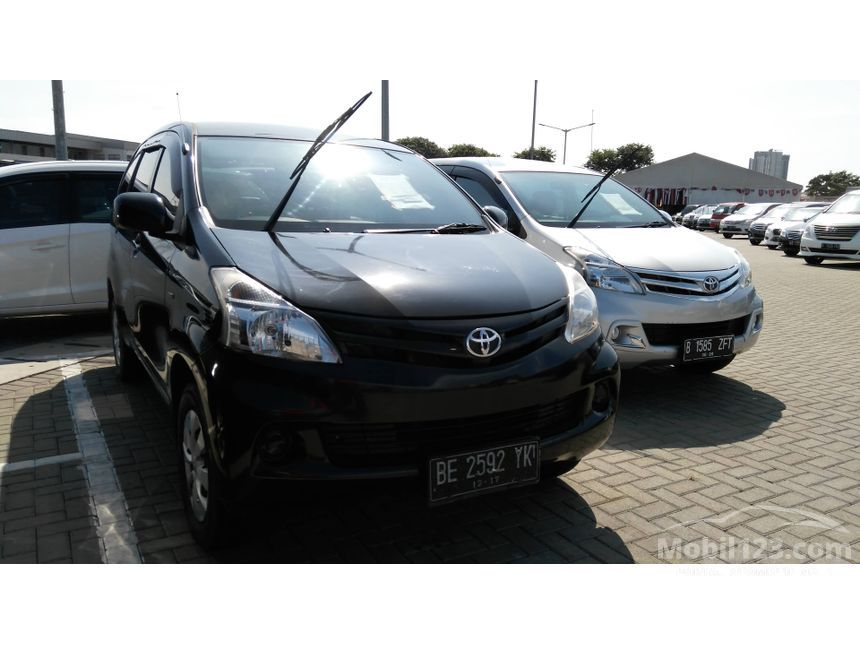2012 Toyota Avanza E MPV