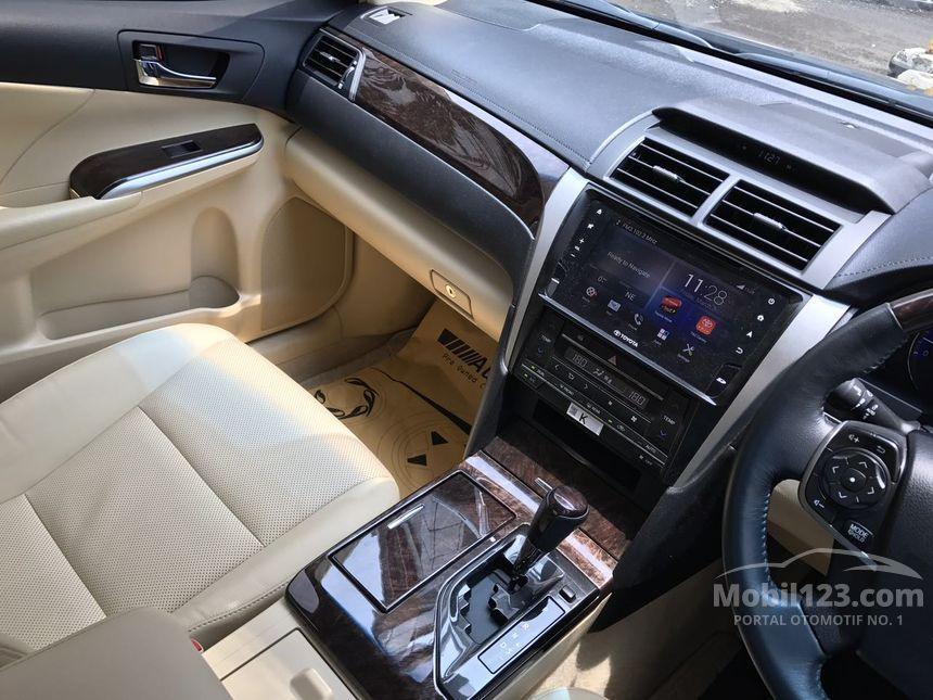 2016 Toyota Camry V Sedan