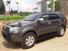 Toyota Grand Fortuner G 2.5 Diesel/Matic Low KM/Like New