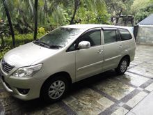 2013 Toyota Kijang Innova 2.0 E up G A/T, silver mulus istimewa tgn1