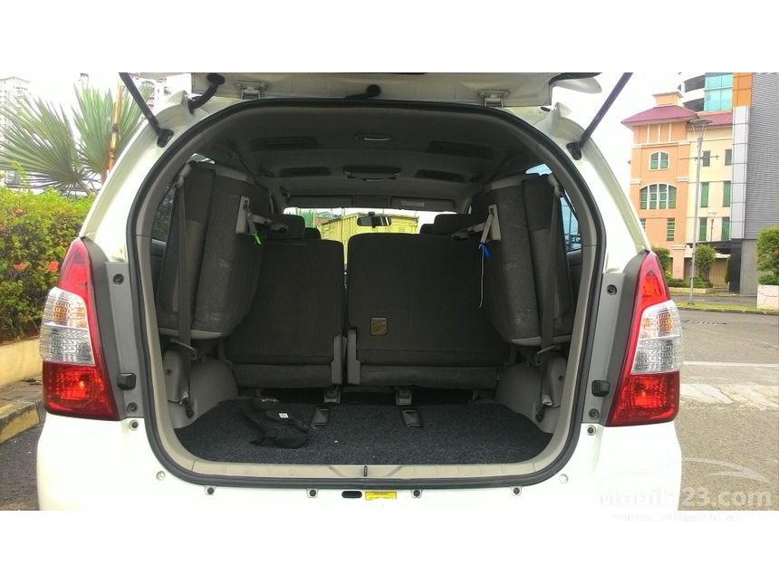 2013 Toyota Kijang Innova V MPV