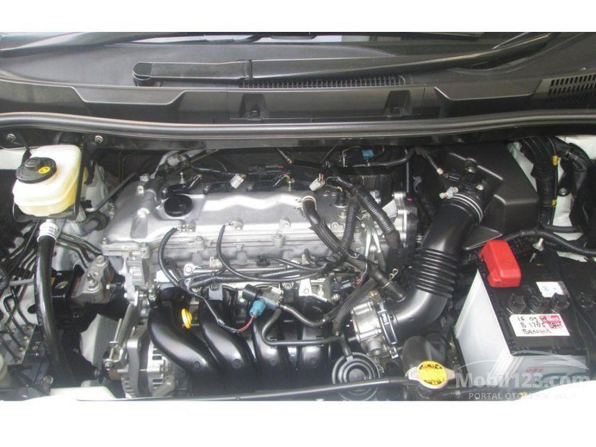2013 Toyota NAV1 Luxury V MPV