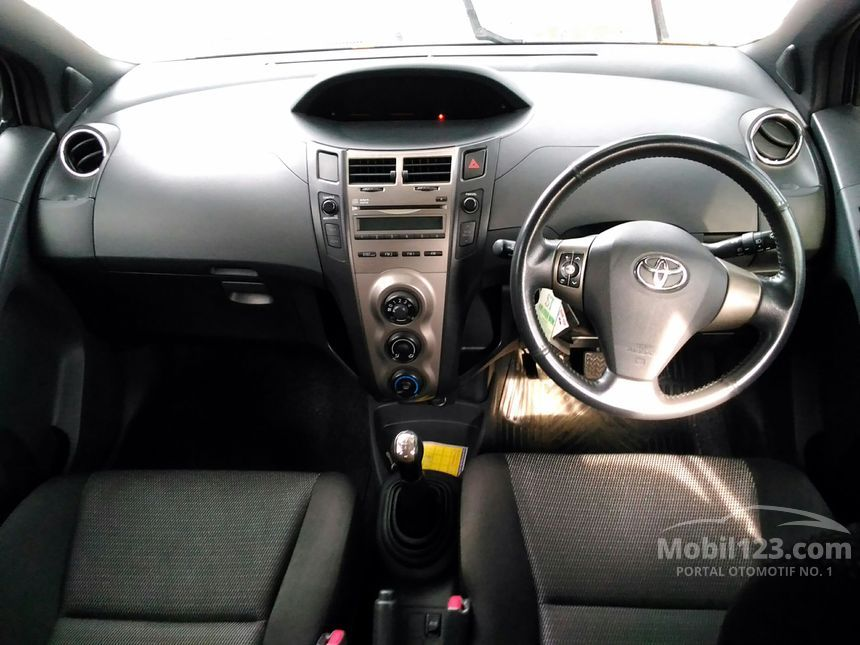 2012 Toyota Yaris Compact Car City Car