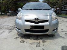 Toyota yaris E AT 2010 Abu Abu Metalik, Body Mulus orisinil DP Rendah