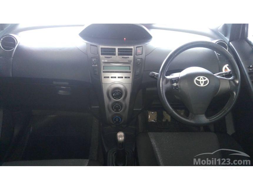 2010 Toyota Yaris S Hatchback