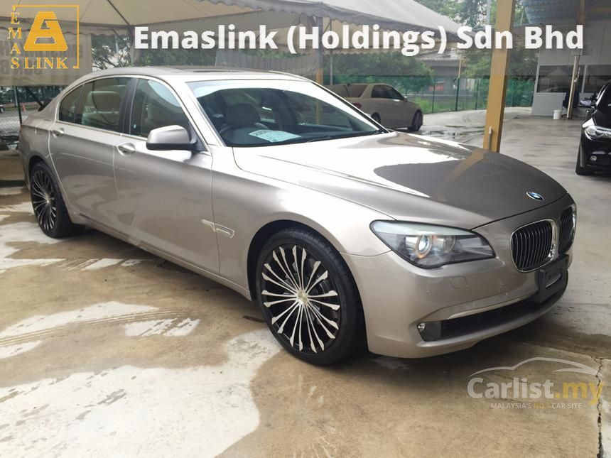 BMW 740i 2011 Comfortable 30 in Kuala Lumpur Automatic Bronze for