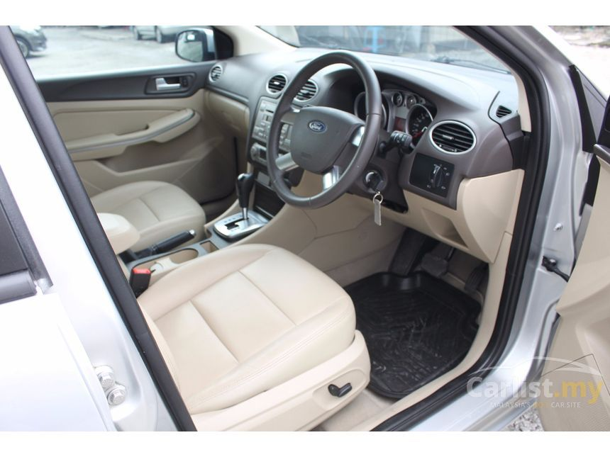 2010 Ford Focus Ghia Sedan