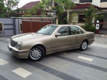 2002 Mercedes-Benz E240 2.6 Elegance  Sedan