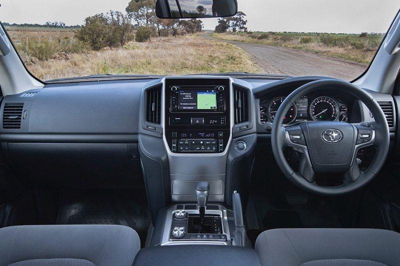Toyota Landcruiser 200 blind-spot monitor