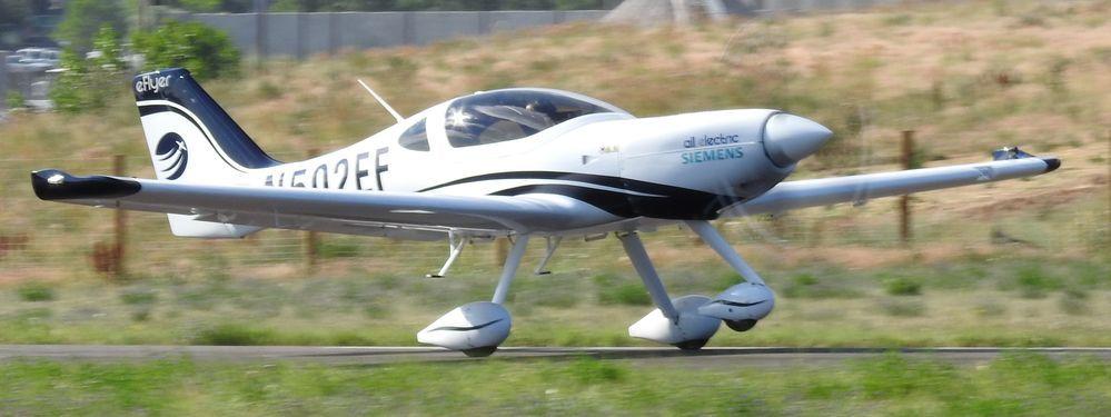 pesawat eFlyer
