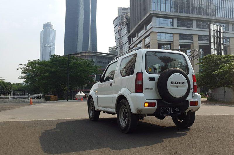 Bagian belakang Suzuki Jimny