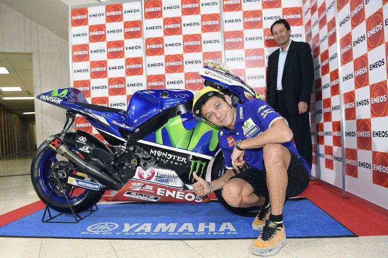 Rossi Buka Selubung Livery Baru Yamaha M1