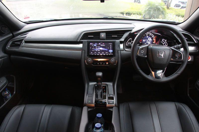 Menantang-Kemacetan-Jakarta-dengan-Honda-Civic-Hatchback-Turbo-4