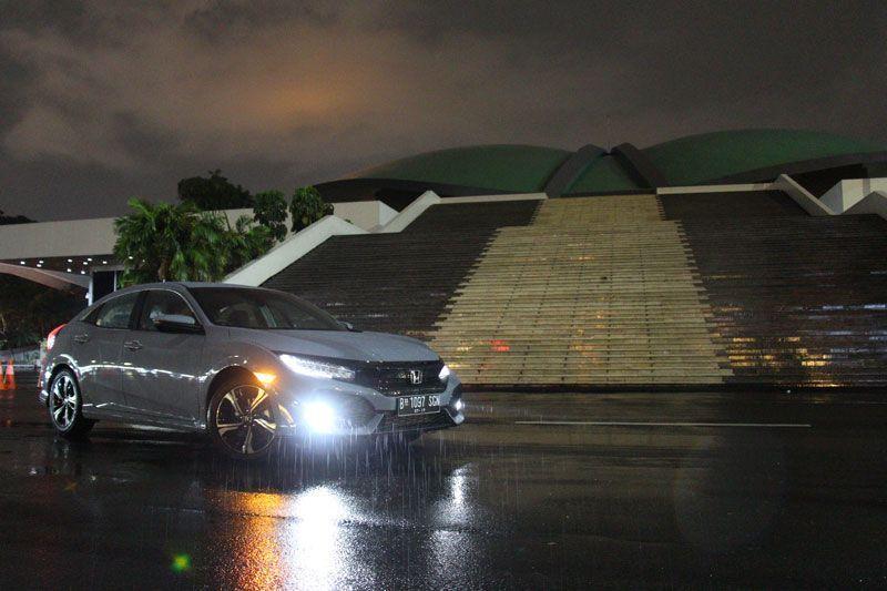 Menantang-Kemacetan-Jakarta-dengan-Honda-Civic-Hatchback-Turbo-5