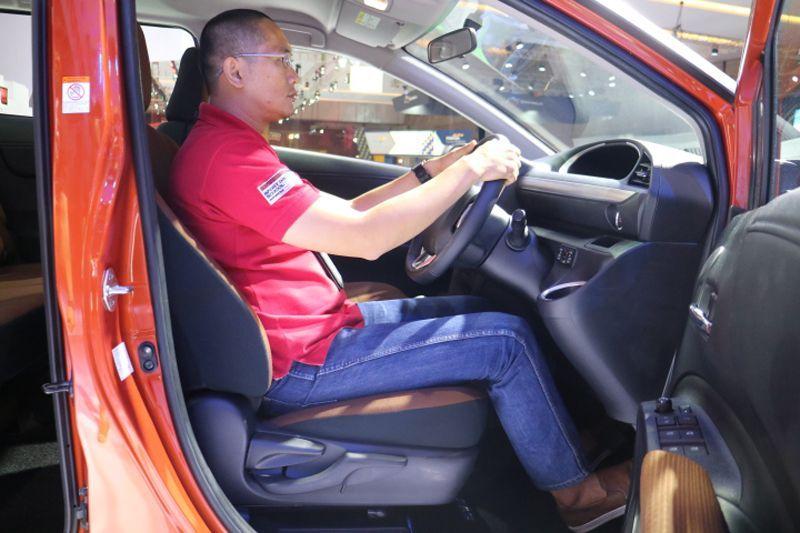 OtoSpirit merasakan kursi pengemudi Toyota Sienta
