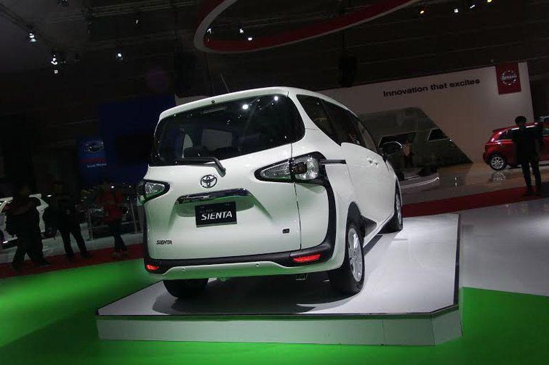 Toyota-Sienta-1